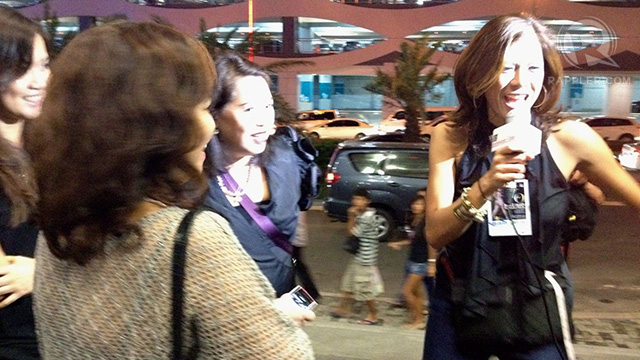 GMA's Suzi Abrera interviewing JLo fans before the concert