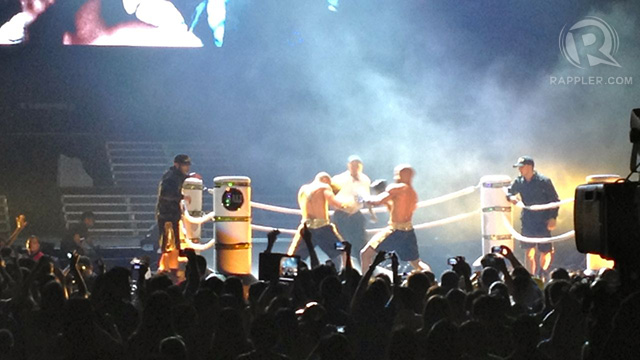 Yes, there was even a 'boxing match' onstage, complete with props. Great production design!