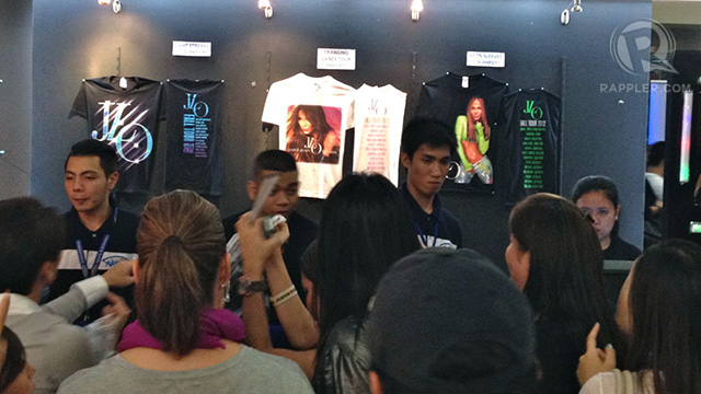 Fans waiting to buy JLo merchandise