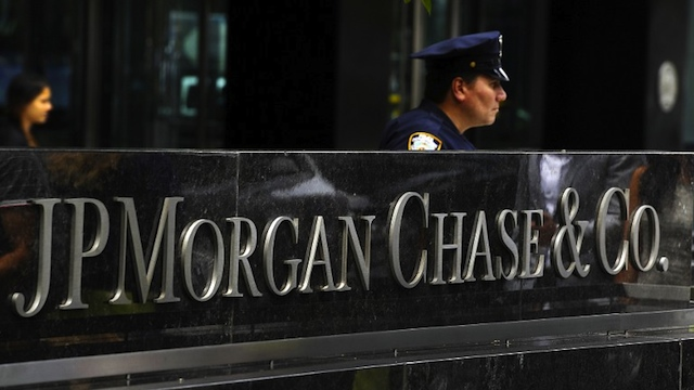 MASSIVE LAYOFFS. New York City Police office at the entrance to the JP Morgan Chase World Headquarters on Park Avenue in this July 13, 2012 file photo in New York. AFP PHOTO/TIMOTHY A. CLARY