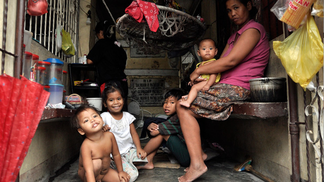 THE ROOT OF THE PROBLEM. The Philippines has a persistently high maternal death rate and is in risk of not meeting its target under the 2015 Millennium Development Goals. File photo by AFP.