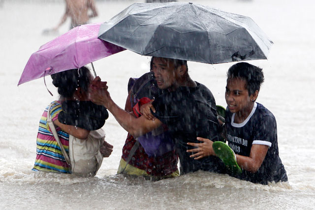 FLOODS IN LAS PIÑAS CITY. Photo by EPA/Francis Malasig