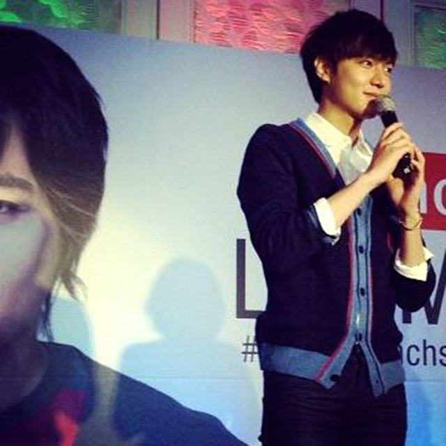 SMIZE! Lee Min Ho at the press conference where he met the Pinoy press for the first time. Instagram photo by Karen Jardenil