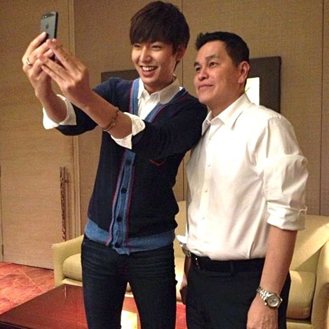 SELF-PORTRAIT WITH BC. Lee Min Ho borrows Ben Chan's iPhone and flips the cam so he could take their photo together. Photo from Karen Jardenil's Facebook page