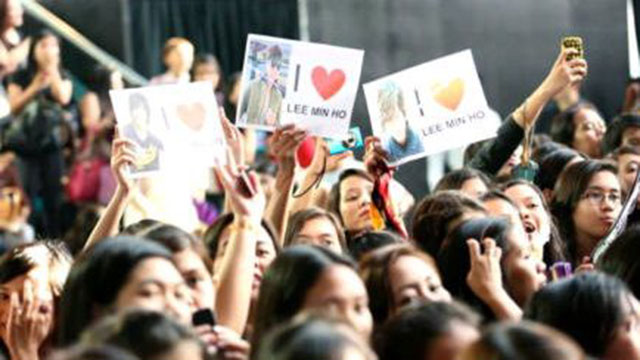 TWEETED BY @HARAN_G: Fans who came to see Lee Min Ho at the SM North EDSA Skydome