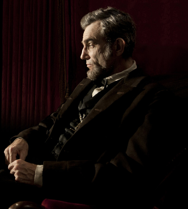 LINCOLN'S TROUBLES SET A NATION'S COURSE. Daniel Day-Lewis plays one of the America's greatest presidents