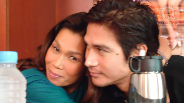 Pokwang gives Piolo a hug