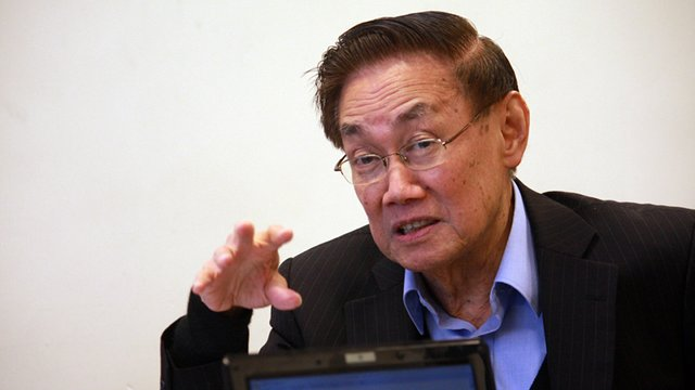 'ILLEGAL ARRESTS.' Luis Jalandoni, chief negotiator of the National Democratic Front of the Philippines, slams the arrest of Communist Party of the Philippines chairman Benito Tiamzon and his wife Wilma. Photo from philippinerevolution.net