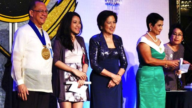 LYSTRA ARANAL (second from left) RECEIVING HER award at the Carlos Palanca Memorial Awards last September 1 for her short story 'Bright Lights.' Photo by Richard Soriano Legaspi