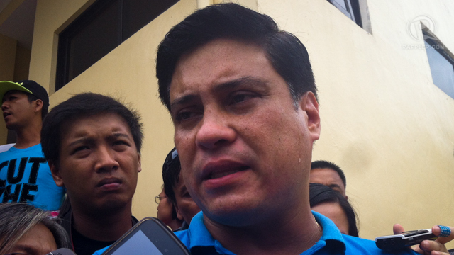 EVIDENCE. Sen Migz Zubiri speaks to the media and says he has other witnesses who can corroborate his claims that the estranged wife of Sen Koko Pimentel was a 'battered wife.' Photo by Ayee Macaraig
