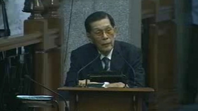 'FRAUD, COWARD.' Senate President Juan Ponce Enrile blasts Senator Trillanes after he accused him of being an Arroyo lackey. Enrile said Trillanes was a coward for walking out. Screenshot from Senate livestream