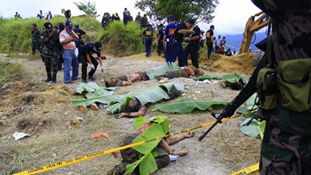 MASSACRE. Police investigators looking at dead bodies covered with banana leaves, victims of a massacre in the town of Ampatuan, Maguindanao province. Photo from AFP