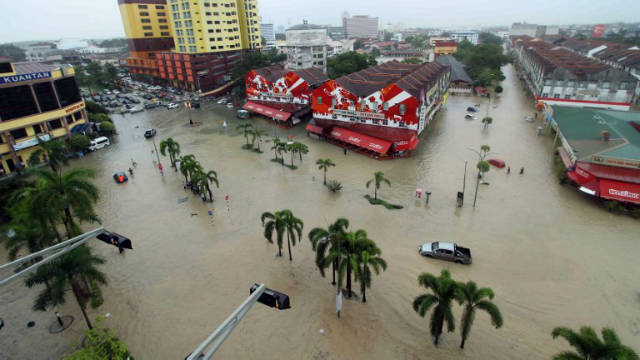 Flooded streets of the northeastern town of Kuantan in Malaysia. AFP Photo