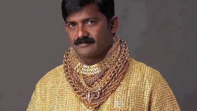 SHIRT OF GOLD. Datta Phuge wears his gold as his sleeve. Screen grab from YouTube (GeoBeatsNews)