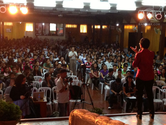 FULL HOUSE. Rappler's CEO Maria Ressa talks to #MoveLeyte participants about how social networks can bring about social change. Photo by Josh Villanueva