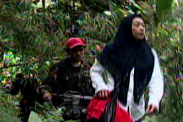 KIDNAPPED. ABS-CBN's Ces Oreña-Drilon, June 2008, Sulu. (Video shot clandestinely by cameraman Jimmy Encarnacion)