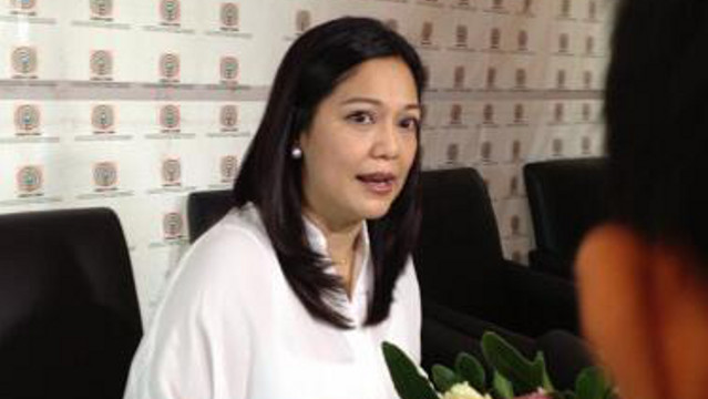 'DIAMOND STAR.' Maricel Soriano at her contract-signing with ABS-CBN last November 2012. Photo from the Maricel Soriano Facebook fan page