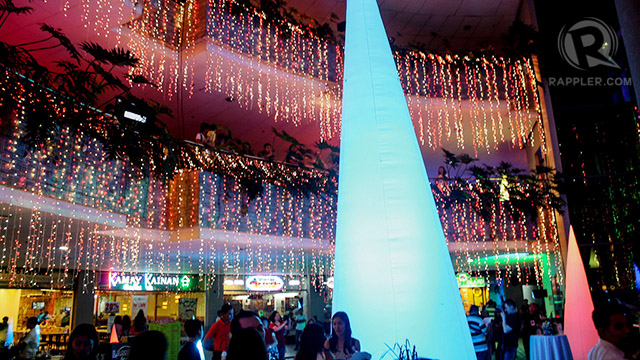 LIGHTS A'DAZZLING. TriNoma's Merry Musical Lights will be up until January 6