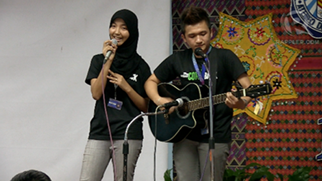 ADVOCATING CHANGE. Mindanao-based students deliver a song number at #MoveZambo, a Rappler event encouraging political involvement among the youth. Photo by Paterno Esmaquel II