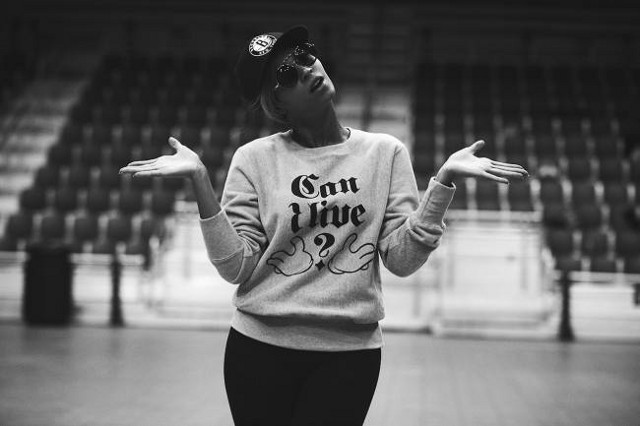 LIVE AND LET SING. Beyoncé wants us to read her lips… and shirt. Photo from Instagram