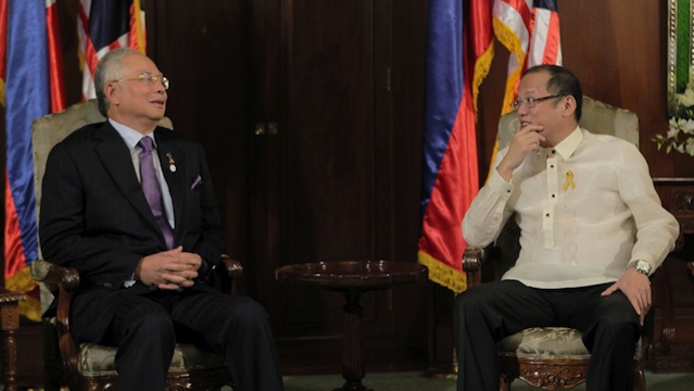 AQUINO ALLY. Najib met President Benigno Aquino III when the Malaysian leader made his first official visit to the Philippines to witness the signing of the Framework Agreement between the government and the MILF facilitated by Malaysia on October 15, 2012. Photo by Benhur Arcayan / Malacaang Photo Bureau