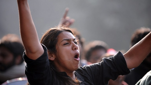 'HANG RAPISTS.' Indian university students shout slogans during protest march in New Delhi on December 31, 2012. The family of an Indian gang-rape victim said they would not rest until her killers are hanged as they spoke of their own pain and trauma over a crime that has united the country in grief. AFP PHOTO/ RAVEENDRAN