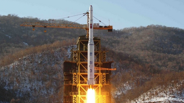 ROCKET LAUNCH. This picture taken by North Korea's official Korean Central News Agency (KCNA) on December 12, 2012 shows North Korean rocket Unha-3, carrying the satellite Kwangmyongsong-3, lifting off from the launching pad in Cholsan county, North Pyongan province in North Korea. AFP PHOTO / KCNA VIA KNS
