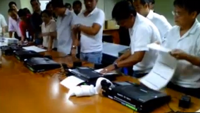 REJECTED BALLOTS. A Youtube video shows PCOS machines rejected 40% of sample ballots for the 2013 elections. Screen grab from Youtube