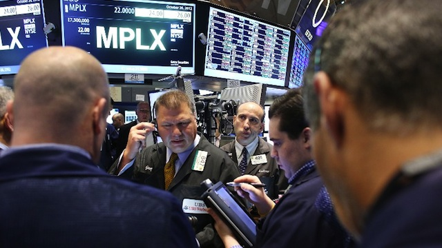WALL STREET PLUNGES. Traders work on the floor of the New York Stock Exchange. Photo by Spencer Platt/Getty Images/AFP
