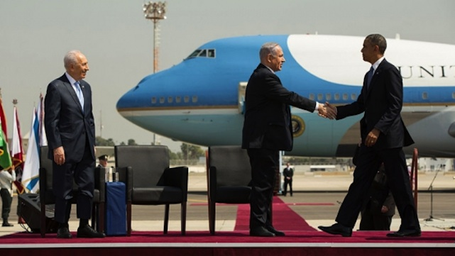 ISRAEL TRIP. US President Barack Obama shakes hands with Israeli Prime Minister Benjamin Netanyahu during the official arrival ceremony at Ben Gurion International Airport in Tel Aviv, Israel, March 20, 2013. Israeli President Shimon Peres stands at left. Official White House Photo by Pete Souza.