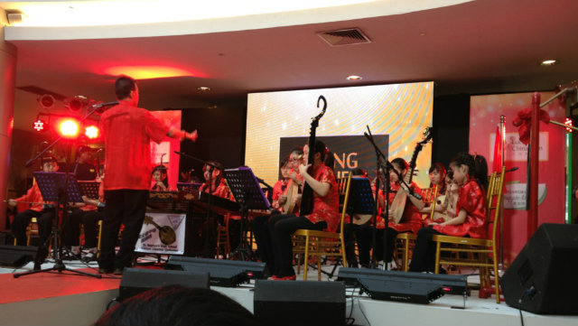 YOUNG MUSICIANS. St. Stephen High School Chinese Orchestra at the Lucky Chinatown Mall on February 9.