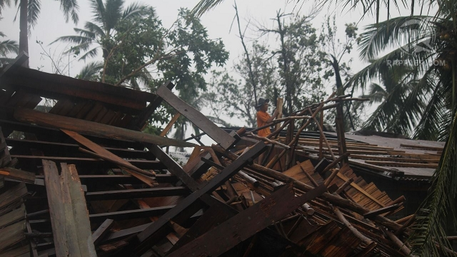DAMAGED HOUSES. Packing winds of up to 175 km/h when it made landfall, Typhoon Pablo destroys houses and other structures in its path. Photo by Karlos Manlupig