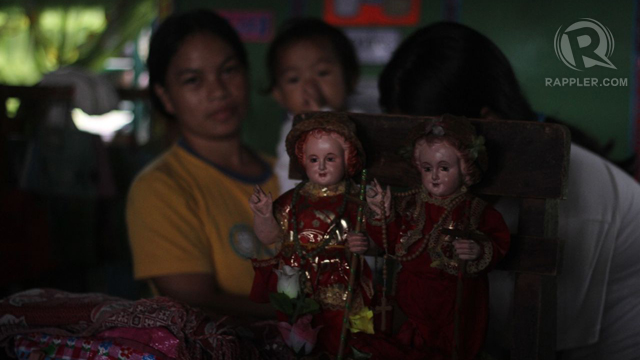 PRAYING FOR HELP. The villagers prayed to Sto Niño for the storm to pass and spare them. Photo by Karlos Manlupig