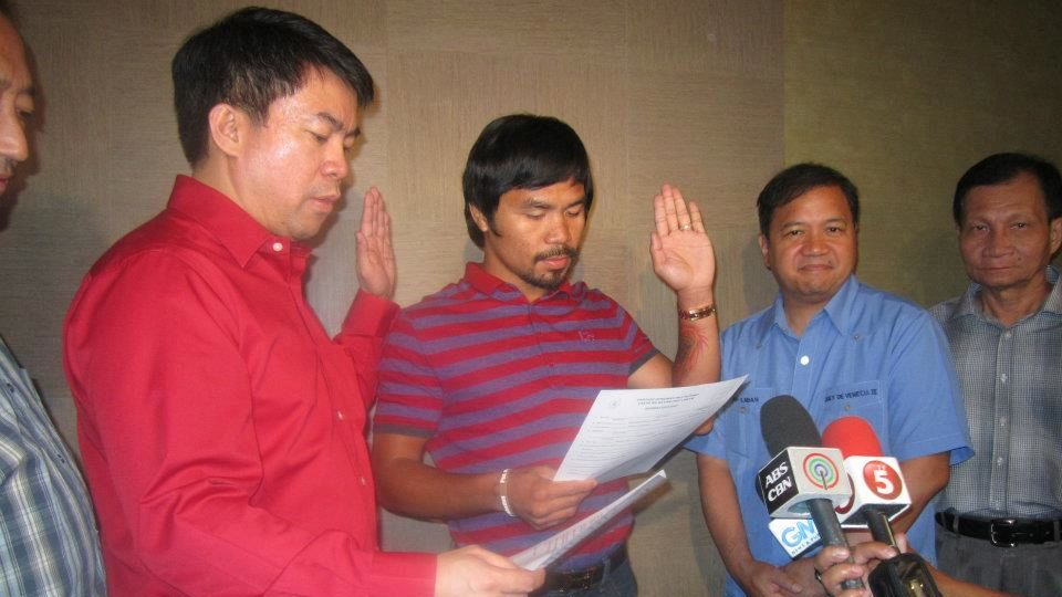 JUMPING SHIP. Sarangani Rep Manny Pacquiao takes his oath as a member of Binay's PDP-Laban, leaving the Nacionalista Party. Photo from PDP-Laban's Facebook page