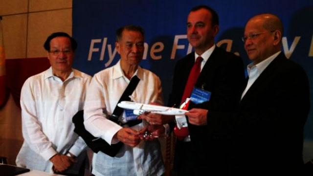 BOEING ORDERS. Philippine Airlines executives (chair Lucio Tan, second from left, and president Ramon Ang, rightmost) announce orders for new aircraft. Photo by Katherine Visconti