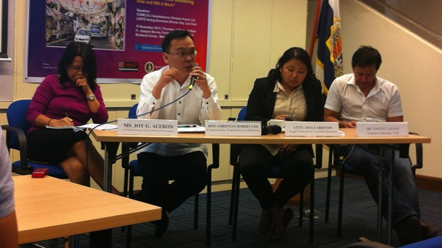 PANELISTS. Ateneo's Joy Aceron, Comelec's Christian Robert Lim, LENTE's Ona  Carritos, and TAN's Vincent Lazatin talk about campaign finance. Photo by Reynaldo Santos Jr.
