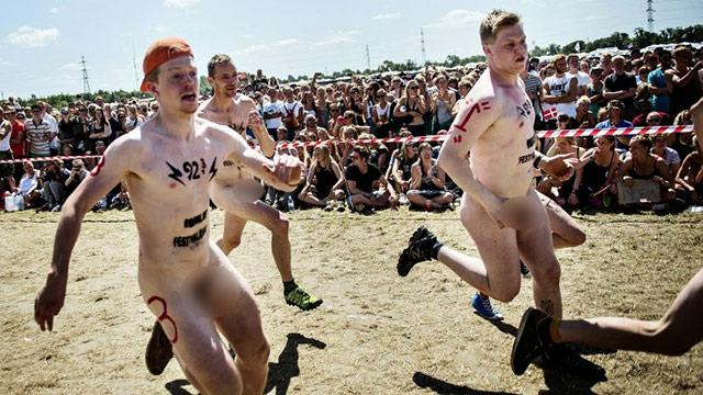 Бегал голый мужик