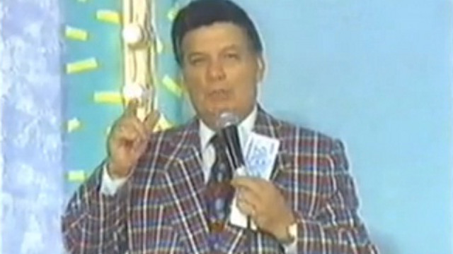 THE CLASSIC PINOY TV HOST. Pepe Pimentel had a distinct, fatherly hosting style that Filipinos came to love. Screen grab from YouTube (marc antonio)