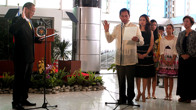 ENERGY CHIEF. President Aquino swears in incoming Energy Secretary Carlos Jericho Petilla during a ceremony at the Departure Area of NAIA Terminal 2. Photo by Malacaang