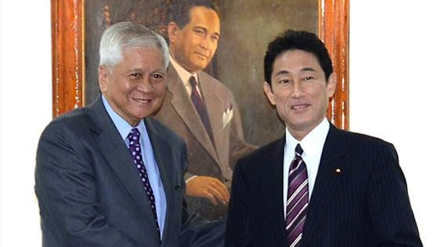 ALLIES. Del Rosario and Japanese foreign minister Fumio Kishida pose before the start of their bilateral meeting on January 10 in Manila. Photo courtesy of DFA