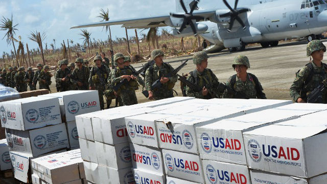 COORDINATING AID. Philippine soldiers arrive for security at Guiuan Airport on November 21, 2013. Mark Ralston/AFP PHOTO