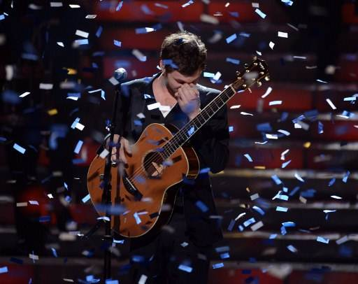 "WINNER. Phillip Phillips performs onstage during Fox's ""American Idol 2012"" results show at Nokia Theatre L.A. (Photo from AFP)"