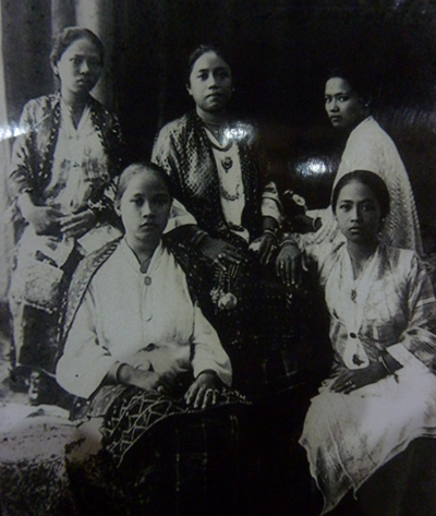 THE PAST. Princess Piandao with her ladies in waiting. Photo taken by the author from an exhibit in a museum in Zamboanga City.