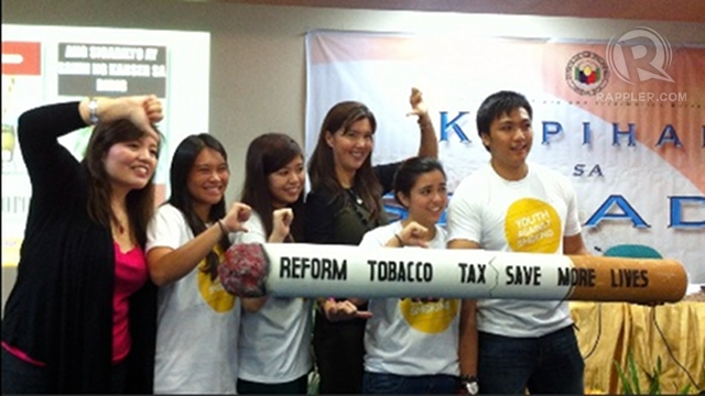 HEALTH ISSUE. Sen Pia Cayetano poses with anti-tobacco advocates in a press forum. She says the focus in the sin tax bill should be health, not the profits of tobacco companies. Photo by Ayee Macaraig
