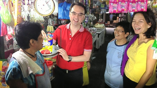 CAMPAIGN LAUNCH. Re-electionist Sen Alan Peter Cayetano and former Akbayan Rep Risa Hontiveros visit a market in Tondo to launch their campaign. Photo from the office of Sen Alan Peter Cayetano.