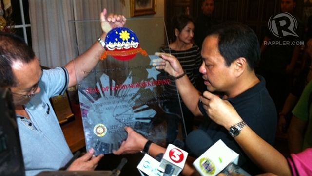 'HIGHLY UNLIKELY.' Cebu Rep Pablo John Garcia says it is unlikely Robredo recommended her sister's suspension after awarding the province with the DILG seal of good housekeeping. Yet the Office of the President said it was Robredo who recommended the suspension.