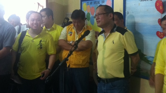 RESPONSE TO UNA. President Aquino with Team PNoy in San Pablo City, Laguna. Photo by Natashya Gutierrez