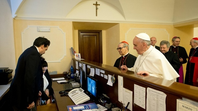 'GOOD EXAMPLE.' Pope Francis personally pays the bill for his lodging even after his election as pontiff. Photo from AFP/Osservatore Romano