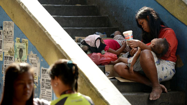 POVERTY STRICKEN. Poor families resort to begging in the streets just to survive. Photo by AFP