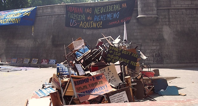 SUPPORT. PUP students pile up chairs to show sympathy for UP Manila students. Photo by Jannica Diaz